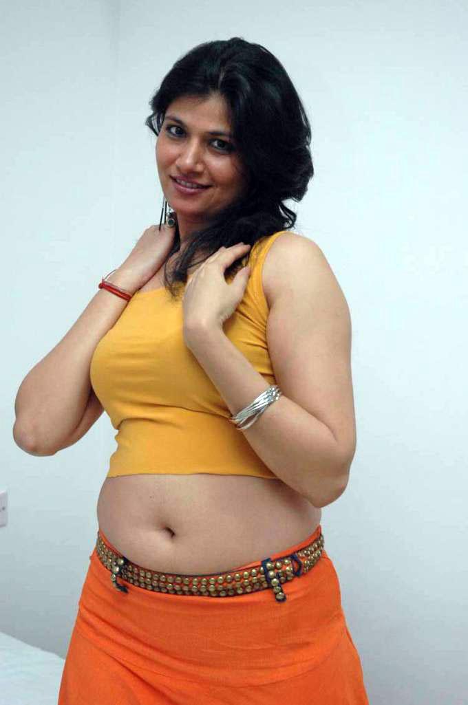 >Actress Meenu Very Hot Navel Show Photos