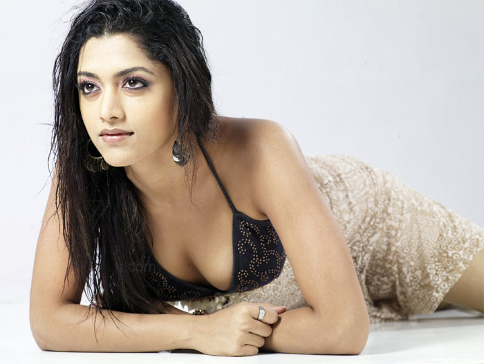 Hot actress mamta mohandas