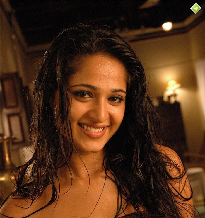 Anushka Shetty  Hot Sexy Nude Bikini Images Boobs -7713